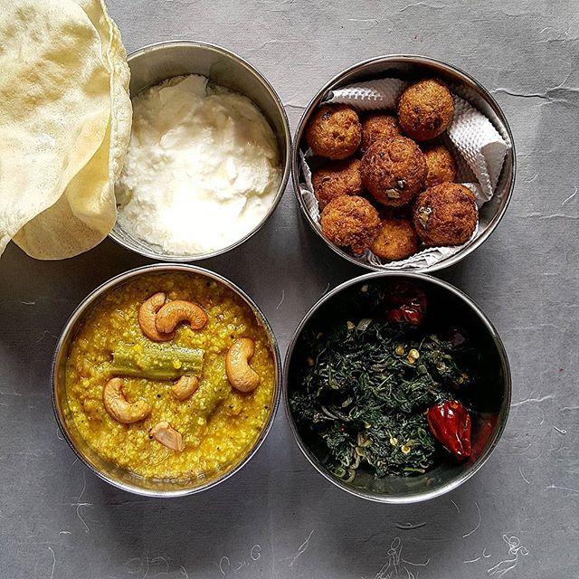 rawbanana-kola-urundai-lunchbox